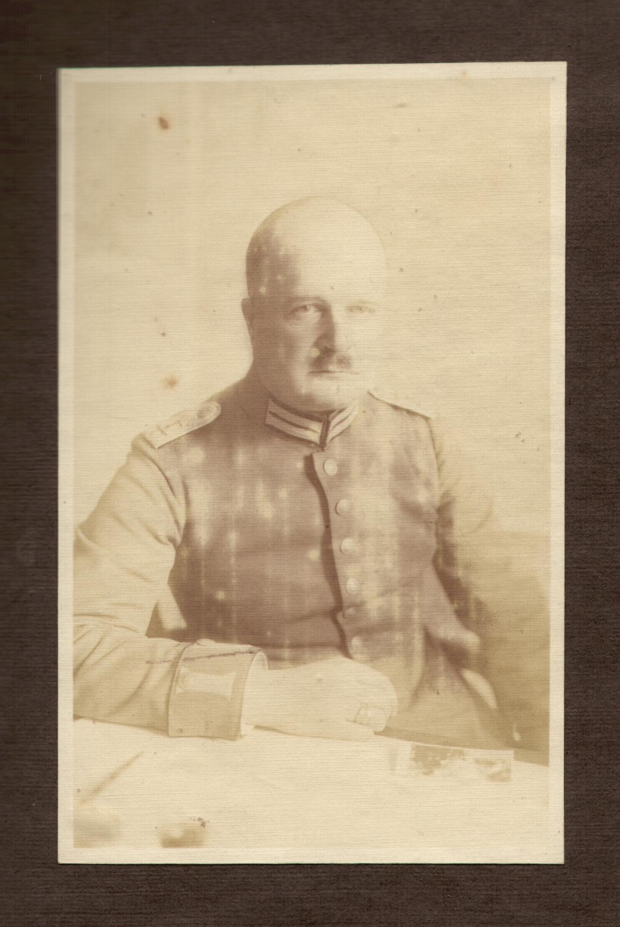 Okładka folderu Nieznani wojskowi urzędnicy niemieccy